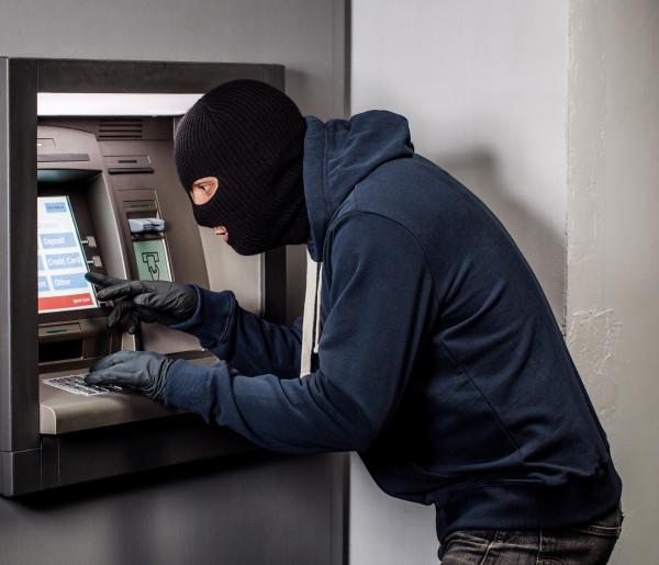 Próba wysadzenia bankomatu na rynku! Policja szuka świadków i ciemnego auta-49507