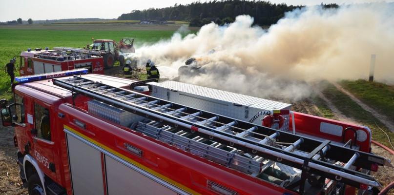 Całkowicie spłonął stóg słomy. Ogień nie pojawił się tam jednak przypadkowo... - 49516