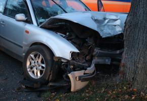 Zasnął za kierownicą? Prawo jazdy ma od kilku miesięcy. 18-latek trafił do szpitala-49806
