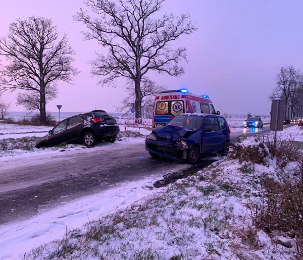 Pierwszy śnieg i pierwsze efekty... Wiele samochodów będzie wymagało naprawy-50102