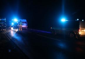Kabina zmiażdżona, kierowca uwięziony w środku! Nocny wypadek pod Krobią-50570