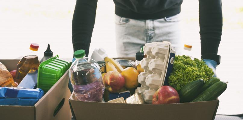 Od ponad roku, ten gostyński market codziennie przekazuje ludziom nadwyżki-51480