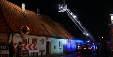 Tej nocy stracili dach nad głową. Zapadły decyzje w sprawie lokatorów i budynków-51726