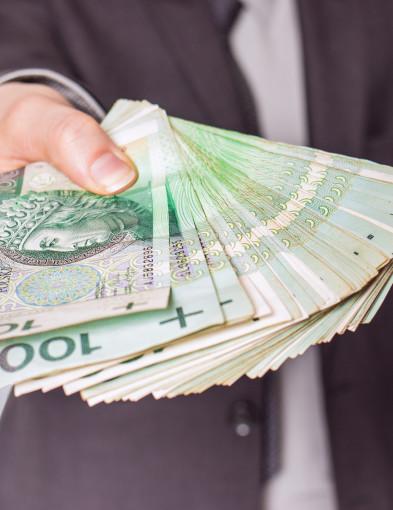 Porównujemy wynagrodzenie w powiecie i sprawdzamy najgorzej...-52150