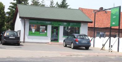 """Ta sieć ma najwięcej sklepów w Gostyniu! Wiemy gdzie otwarła się kolejna """"Żabkę""""-52166"""