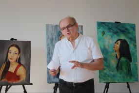 Piękny gest artysty. Wybrał kobiety które lubi, a potem  namalował ich portrety i...-52374