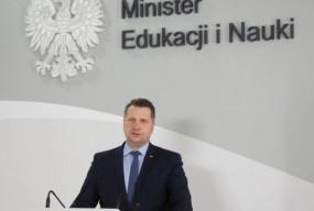 """Minister Czarnek chce bronić dzieci. """"Lewacka organizacja z obsesją na...""""-52565"""