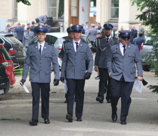 Awansowali na wyższe stopnie służbowe. Dziękowano też rodzinom policjantów-52575