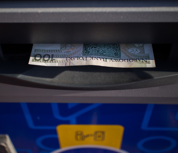 Niektóre banki zapowiadają przerwy w usługach. Sprawdź, co nie będzie działać-52653
