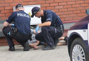 Nie wytrzymał ciśnienia... Spanikował i zaczął uciekać. Policjanci ruszyli za nim-53288