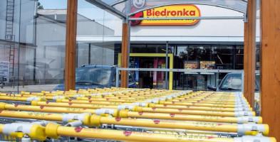 Biedronka i Dino walczą o lokalny rynek. Na tym tle polska sieć wygląda coraz lepiej-53394