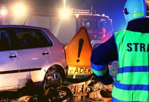 """Wypadek na skrzyżowaniu! Jedna osoba w szpitalu, skuter roztrzaskany """"w mak""""-53497"""