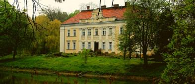 Według Onetu, ten pałac z naszego powiatu należy do najładniejszych w Polsce i jest na...-53523