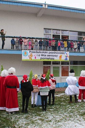 Członkowie MRM z mikołajkową wizytą w przedszkolach-8906