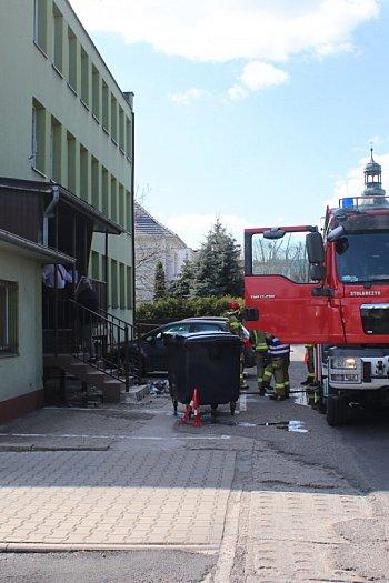 Pożar przed budynkiem gostyńskiej prokuratury-9009