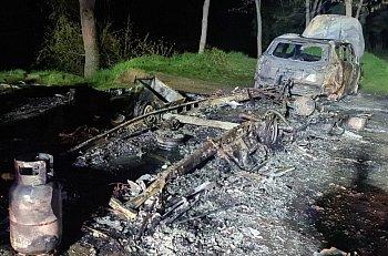 Pożar przyczepy kempingowej i samochodu w Dzięczynie-9019