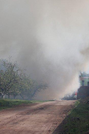Pożar na terenie przyklasztornym na Świętej Górze-9020