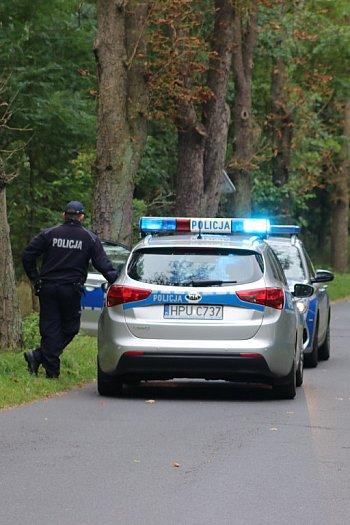 Ford w rowie i akcja policji na trasie Gola-Stary Gostyń-9218