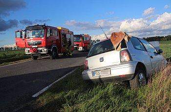 Samochód osobowy wjechał do rowu w Czachorowie-9238