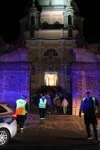 Ostatni w tym roku procesja fatimska ulicami Gostynia-9241